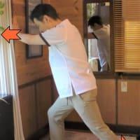 膝を伸ばすと膝も姿勢も楽に 「かべ押しアキレス腱伸ばし」