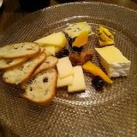 北海道のチーズの豊かさに笑顔になる