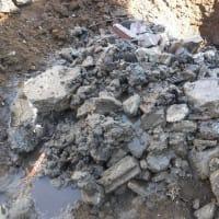 ガラ・ガレキで埋められた土地