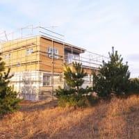 良い家を造って売りたい~わくわく!!プロジェクト『 一宮の小さな丘のLong Vacation House 』⌂Made in 外房の家。は、工事再開後の外装仕上工事が概ね順調進行中!です。