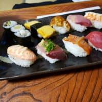 豪華にぎり寿司うどんセットを食べたが。明日は釣に行くのでたぶん刺身三昧になるだろう・?