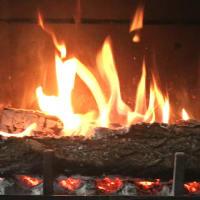 安曇野の宿から・薪を焚く