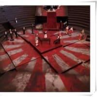 キムヨナさんの後ろにもほら、旭日旗が!ww・・・ドイツの劇場がオペラの舞台に「旭日旗」を使用、韓国人が抗議も「変更しない」