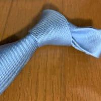 サックスブルーのネクタイ