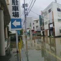 九州の豪雨災害、思い出す2018年7月8日の西日本豪雨。あのフジグラン神辺の横の駐車場に車が水没する光景を覚えていますか?