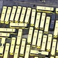 今だけ!はとバス60台で作った巨大迷路