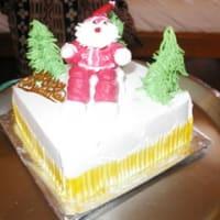 生クリームたっぷりクリスマスケーキ