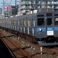 カラフルデザインで異彩を放つ東急8500系・Bunkamura号