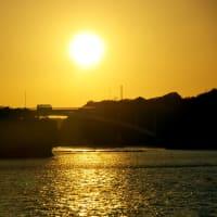 空を海を染める夕陽