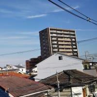 大阪東住吉区駒川上空壮絶地震雲。昨日のサンガリア本社近くの逃げないカラス。12月22日・23日ごろ大阪で震度6の地震発生の可能性あり。