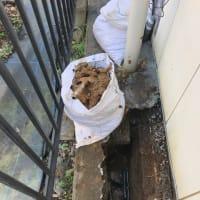 狭い所での漏水修理