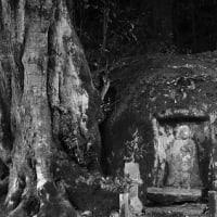 滋賀県 羽栗の地蔵磨崖仏
