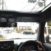 お薦めの軽SUVダイハツ「タフト」は赤信号で停車時に信号がルーフから見えます!