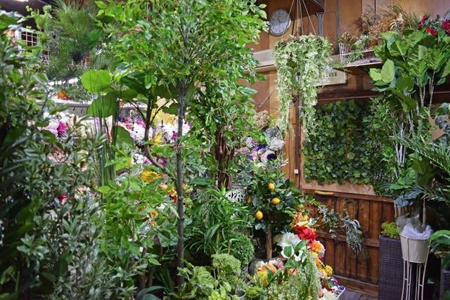 造花ココーフラワー横浜 人工観葉植物 樹木の店舗画像