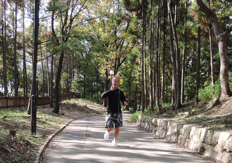 Jackie_jogging_in_a_forest_sumup