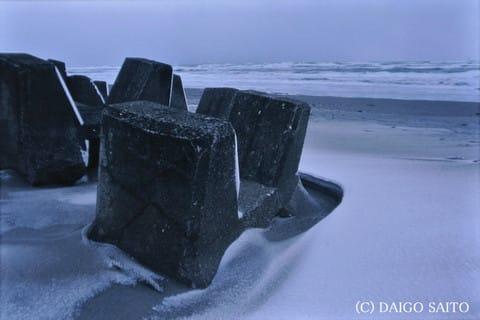 砂浜雪化粧