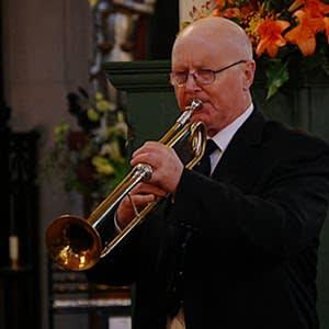 英国のトランペット奏者「クリスピアン・スティール・パーキンス」は ...