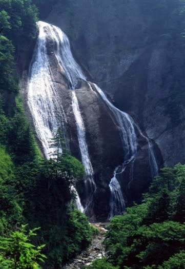 「山形県・滑川の大滝」