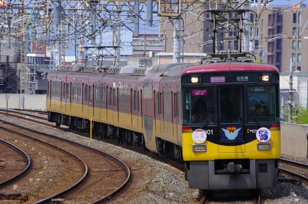 淀屋橋延伸50周年記念ヘッドマーク付き京阪8000系ノンストップ快速特急「洛楽」
