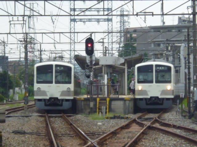 続・西武多摩川線 列車交換 (〃^...
