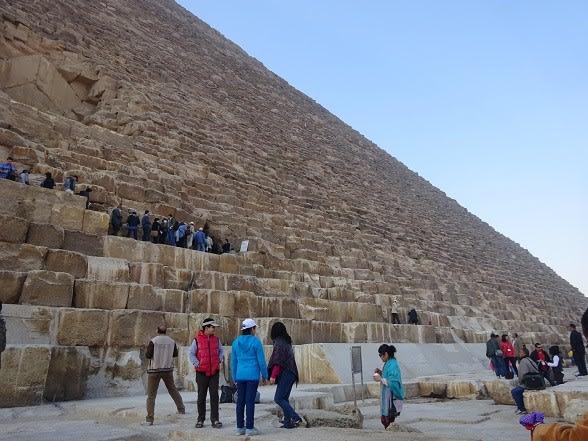 エジプト、世界遺産のギザの3大...