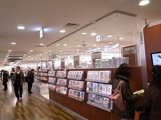 浜松駅ビルの上の谷島屋書店は、...