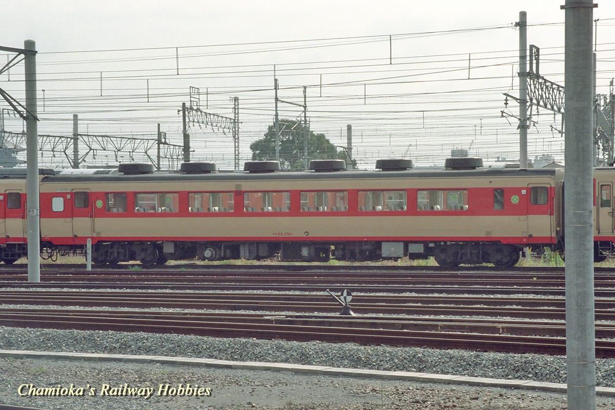 鉄道写真】雨どい位置の低いキロ...