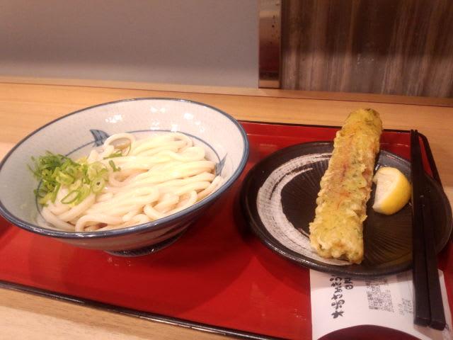 駅うどんが今日の夕食です(<br />  ノД`)