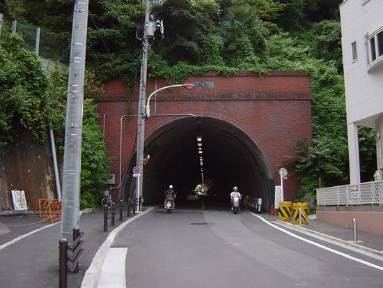 横須賀 崖 崩れ