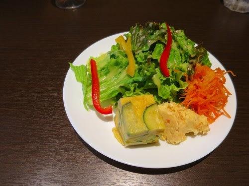 Bセット(ピリ辛肉味噌をのせたジャジャ麺仕立て)