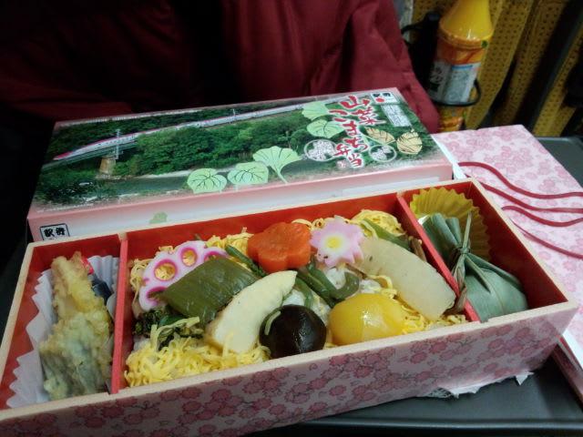秋田に向かうのに〈山菜こまち〉弁当
