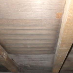 床がブカブカする原因の波打った床板
