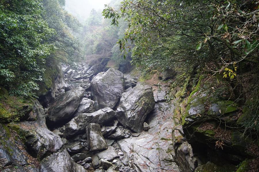 「川 せき止める 岩」の画像検索結果