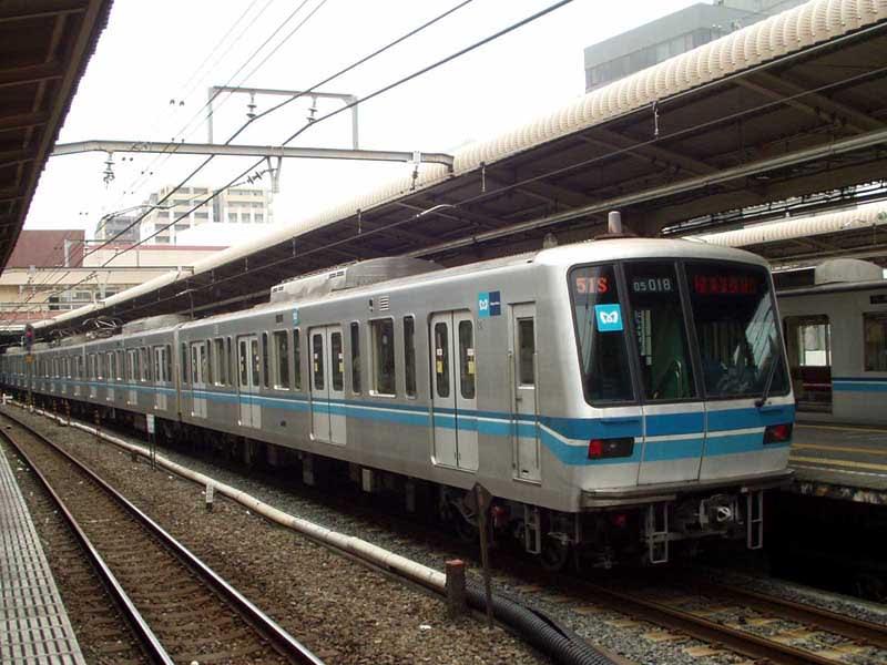 東京メトロ05系(ワイドドア車)~これがやって来ると… - MAKIKYUのページ