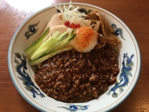 麺やダイニングきかん棒(5)のジャージャー麺(冷・夏季限定)850円音符