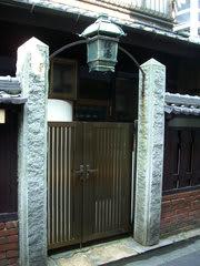 旧桜湯のレトロな門構え
