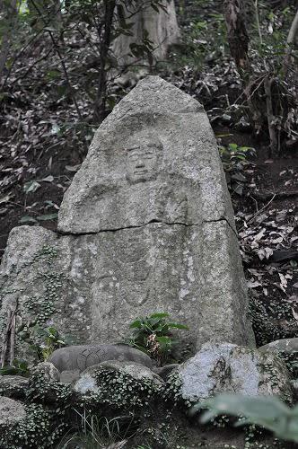 弥勒菩薩石仏