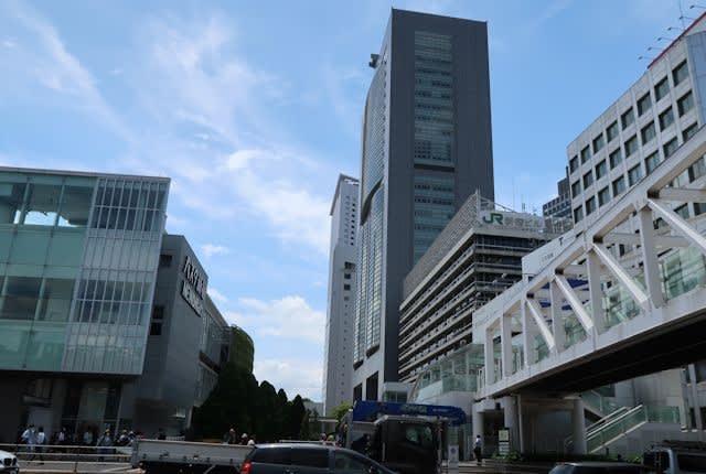 東京新宿南口周辺の街並み