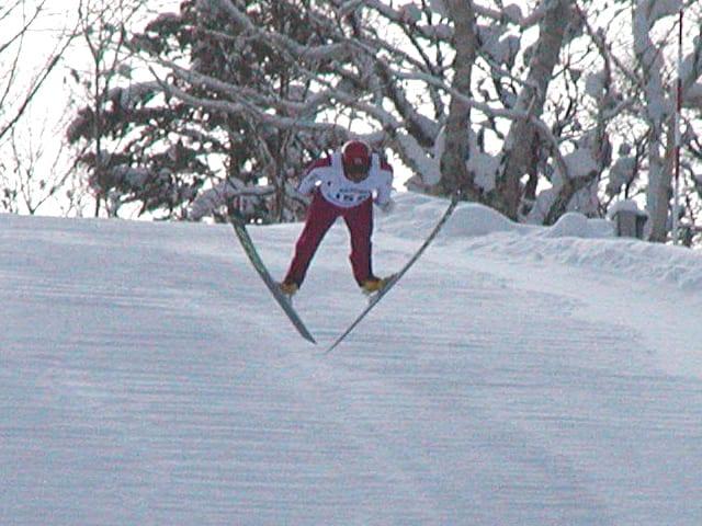 ジャンプ界きってのイケメン・坂野幸夫選手。今日は1本目にまさかの失速も2本目はK点超えで意地を見せてくれました。
