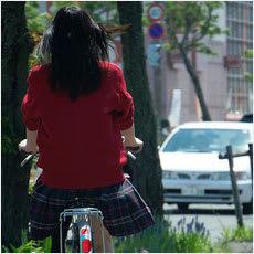 「女子高生が高級ブランド鞄を持っていたら?」の質問画像