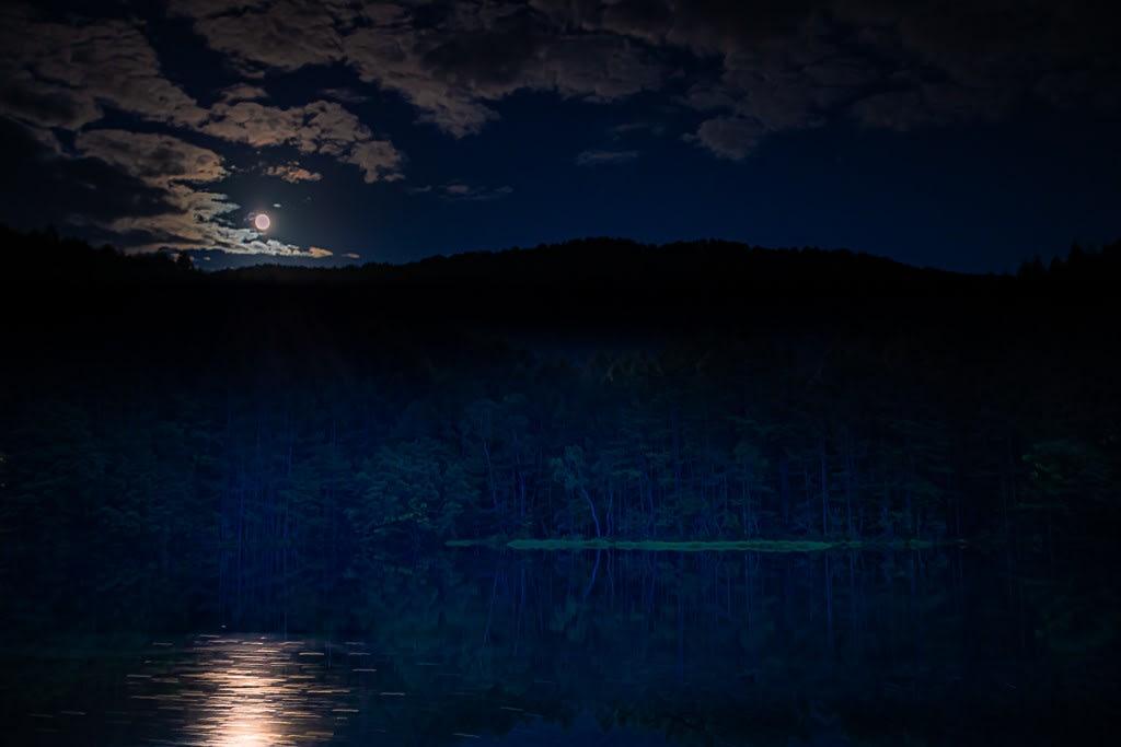 月光の御射鹿池の写真