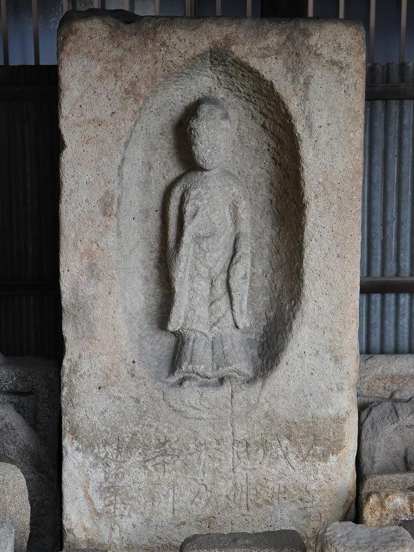 光蓮寺跡石棺仏