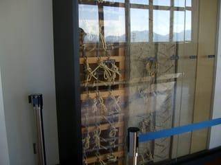 壁の修理の展示