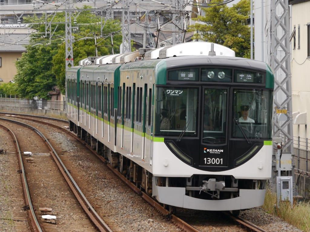 京阪13000系第1編成