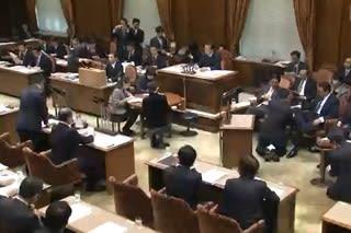 予算委員会の委員席 - 議会雑感
