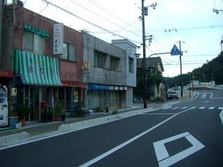 JR和気駅前の商店