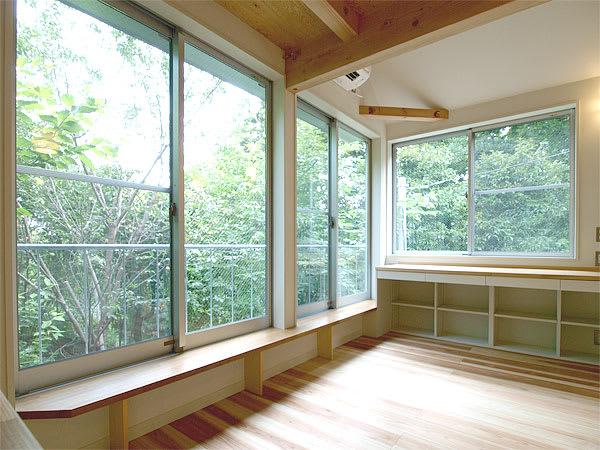 Manihouse_window_1