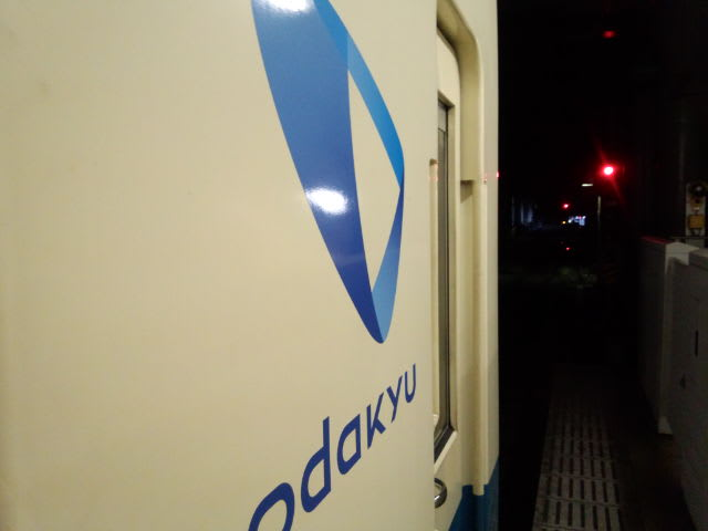 速報、小田急線が相模大野駅で脱線と停電。