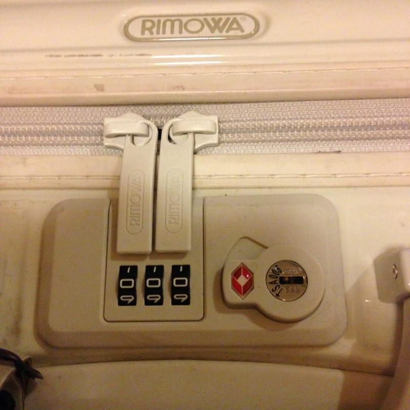 (>_<)スーツケースに謎のロック