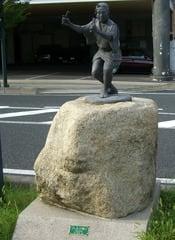 二上(にあが)り踊りの像